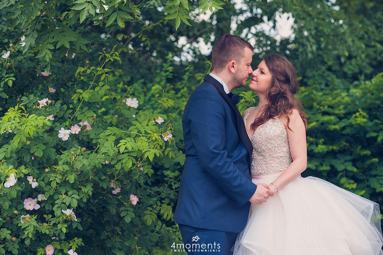 Romantyczny plenerowy ślub w Pałacu Romantycznym.